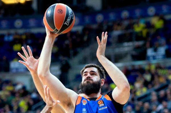 Valencia agrava la crisis del Fenerbahçe