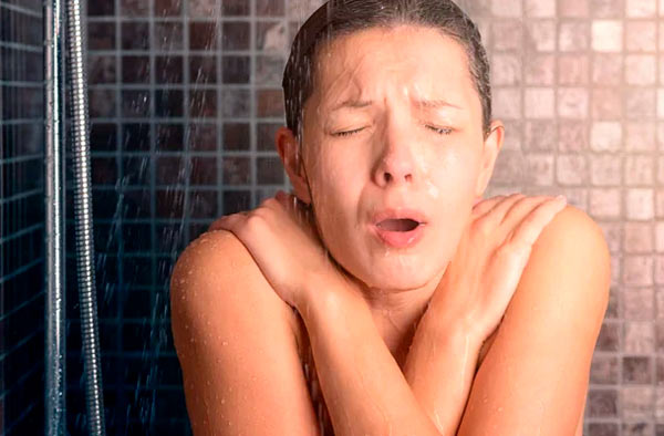 beneficios de las duchas frías
